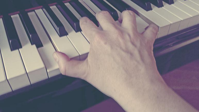 esticar-maos-e-dedos-piano