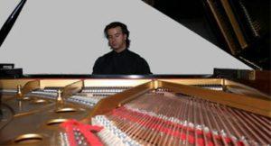 Filme Metrópolis é exibido acompanhado de música ao vivo no piano