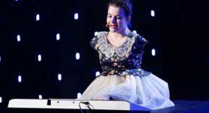 Adolescente romena tocou piano sem os braços no Got Talent