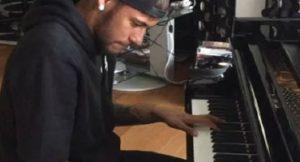Bruna Marquezine Mostra Neymar Tocando Piano