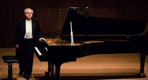 Pianista Grigory Sokolov cobra 32000 euro para se apresentar