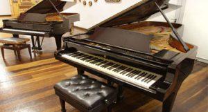 Escola de música organiza evento para reformar piano de 50 anos