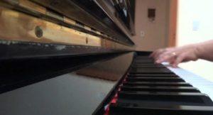 Estudante da UnB precisou de piano adaptado para estudar