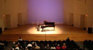 Pianista Robério Molinari e mezzo-soprano Lorena Espina tocam juntos