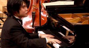 Pianista cego e com síndrome de down