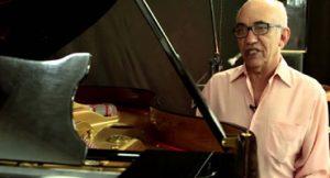 Piano de 50 anos de Amilton Godoy não tem nenhum arranhão