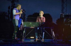 Fã realiza sonho de tocar piano com a banda Coldplay