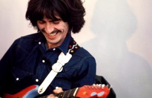Homenagem de George Harrison para Ringo Starr é encontrada em piano