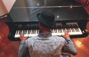 Jhonatan Ferr: Pianista sem piano