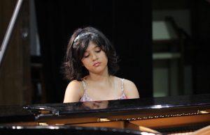 Conheça a pianista Izadora Ferreira, de 11 anos de idade