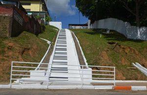 Degraus de escadaria são transformadas em teclas de piano